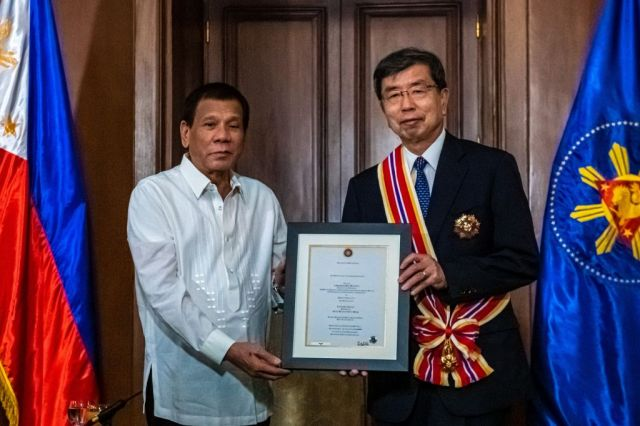 Outgoing ADB president receives award 59291-save-20200107-192211